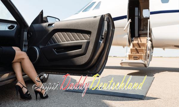 Frau mit Flugzeug im Hintergrund